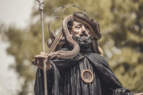 🐍🐍La festa dei serpari si svolge a Cocullo il 1º maggio a partire dal 2012; precedentemente aveva luogo il primo giovedì di maggio.  La festa si svolge in onore di san Domenico abate che risulta essere particolarmente venerato a Cocullo, ma an