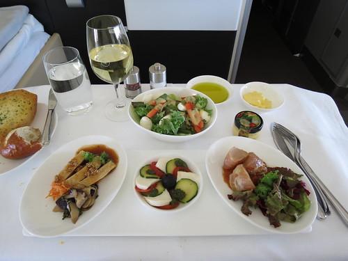 Lufthansa First Class KIX-FRA – 1st Meal Service