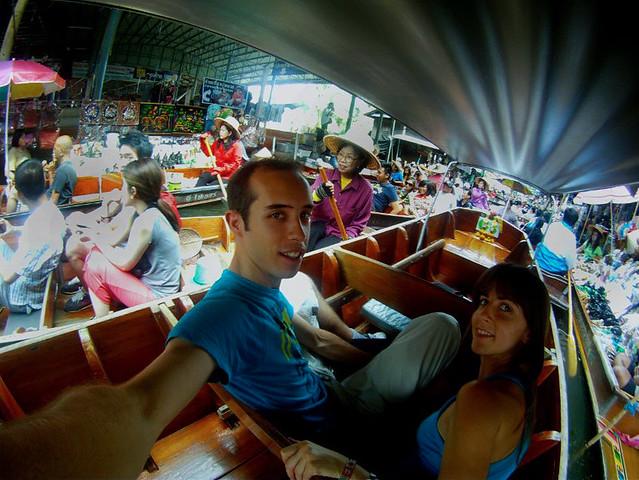 En el mercado flotante de Tailandia