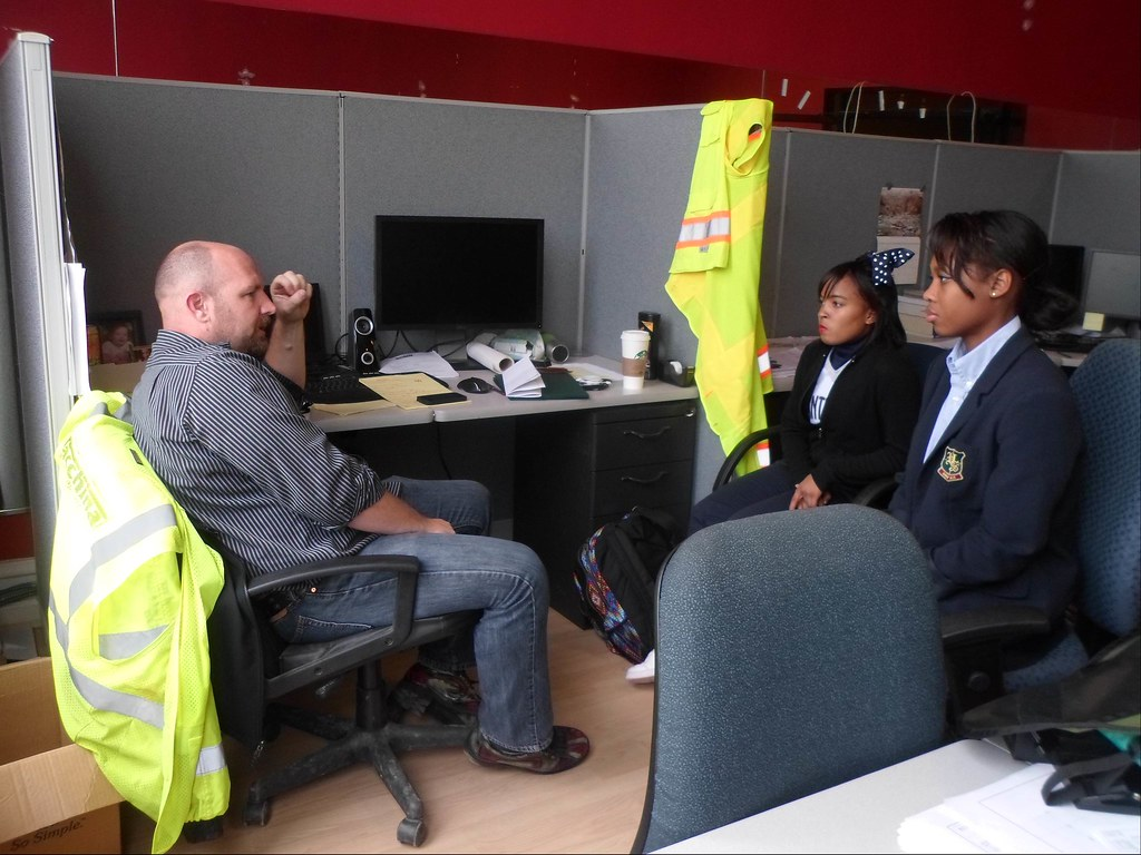 DC Streetcar interns learning about the project