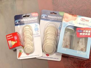 左起貝親奶嘴、亞米兔儲乳瓶墊片(PE材值,號稱可耐熱100度)、培寶bab標準口徑方型奶瓶(120ml)