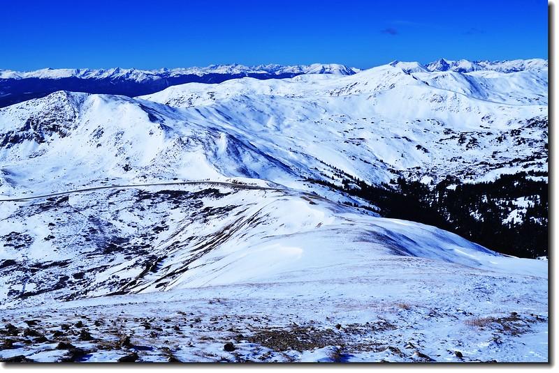 Loveland Pass  Point 12,915' 俯瞰 Loveland Pass(西邊) 2
