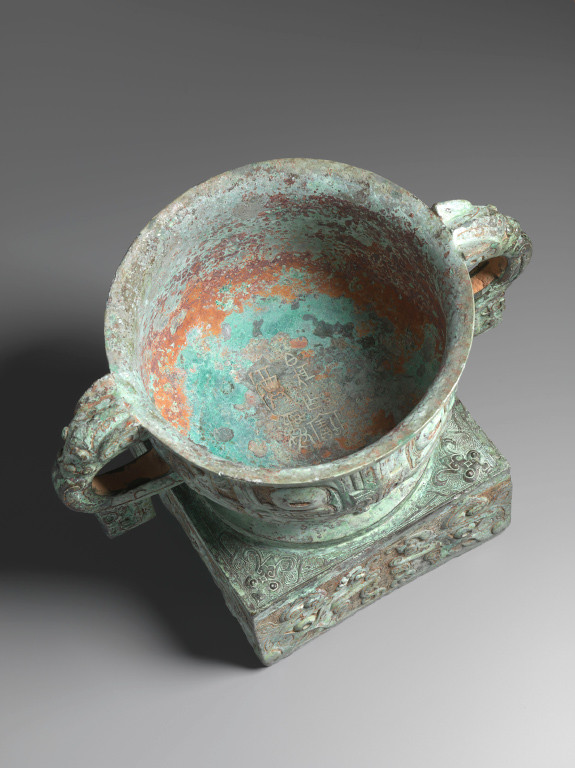 3  Eskenazi Ltd - Bo Ju gui archaic bronze top view.jpg