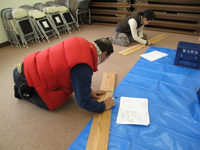 こちらは巣箱の製作.まずは板を切ることから.