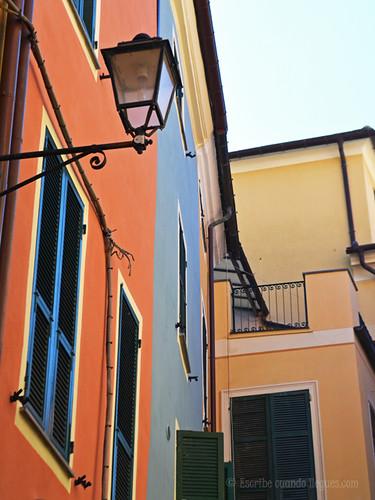Fotografía de una de las coloridas calles de Vernazza, en Cinque Terre