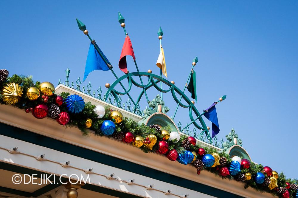HKDL - Main Street USA Christmas Town - Entrance Decor and Flags