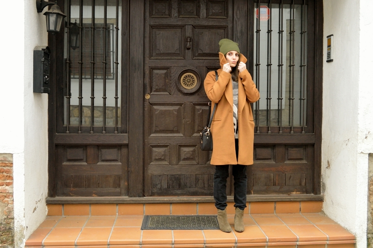 lara-vazquez-madlula-brown-coat-fashion-blog-black-outfit
