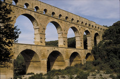 devil's bridge(1.0), ancient roman architecture(1.0), arch(1.0), aqueduct(1.0), landmark(1.0), architecture(1.0), arch bridge(1.0), viaduct(1.0), bridge(1.0),