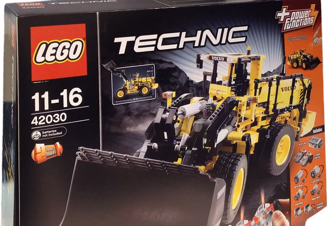 LEGO Technic 42030 - Volvo L350F Wheel Loader