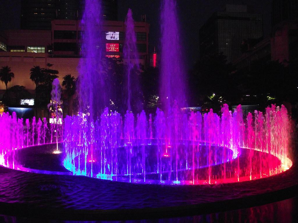 BANGKOK CENTRAL WORLD PLAZA FOUNTAIN