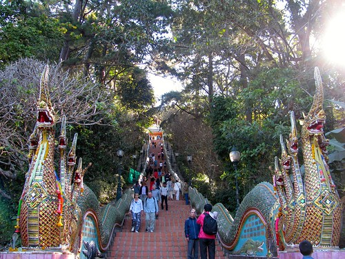Escalera para ascender al Wat Phra That Doi Suthep
