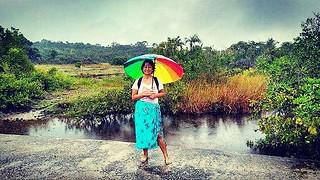 andamos 6 km hoje - enfrentamos chuva, vento, mormaço, chuvisco e tempestade; pisamos em cocô de cavalo, areia fofa, areia dura, pôça d'agua, atravessamos mangue e eu particularmente nem cansei hehehe  #bahia #boipeba
