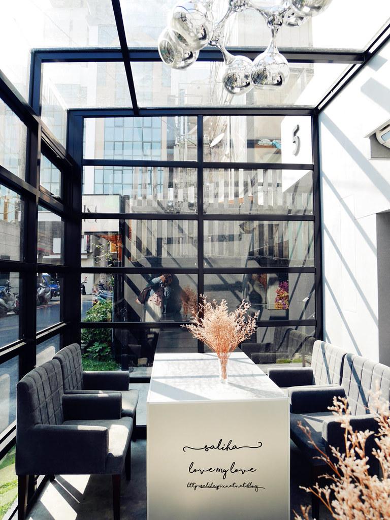 台中精誠二街超美玻璃屋偷偷 Toutou Cuisine下午茶咖啡館推薦 (1)