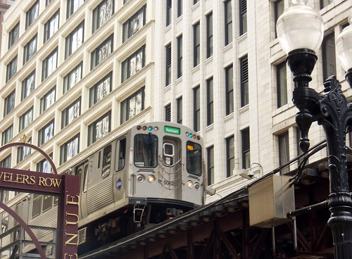 5000s series train in the loop