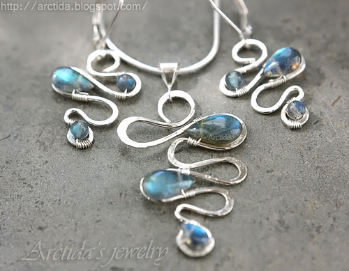 Labradorite necklace and earrings set in sterling silver. Handmade Labradorite jewelry by Arctida.