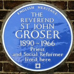Photo of St John Groser blue plaque