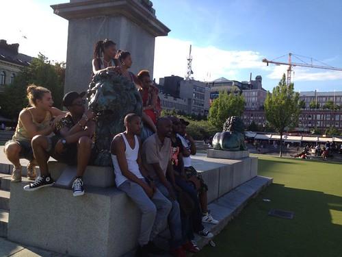 Monument-pose