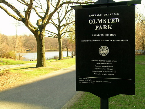 Olmsted Park sign (by: John Stephen Dwyer, Wikimedia Commons)