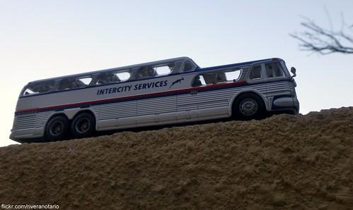 """Autobuses del Mundo"" No. 4: General Motors D-4106 Scenicruiser (símil Greyhound)"