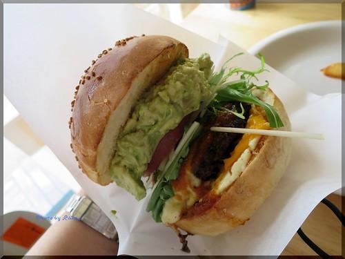 Photo:2013-12-27_ハンバーガーログブック_【沖縄】【県庁前】Zooton's 国際通り裏手にあるハンバーガーのお店でワカモレを頂きました-05 By:logtaka