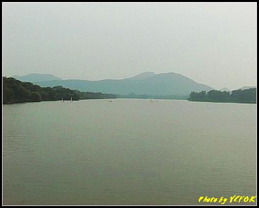 杭州 西湖 (其他景點) - 252 (在西湖十景之 蘇堤上望向西裡湖 左面的是蘇堤)