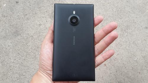 ด้านหลังของ Nokia Lumia 1520