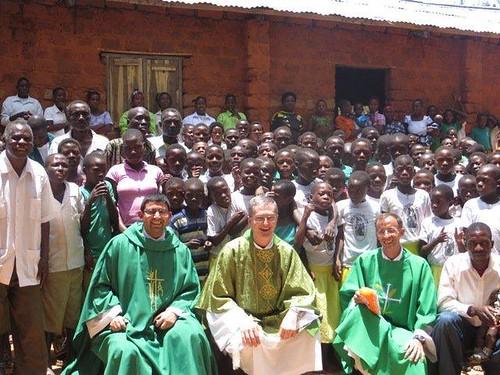 Resultado de imagen de EN TANZANIA LOS GRUPOS RELIGIOSOS VAN MISA