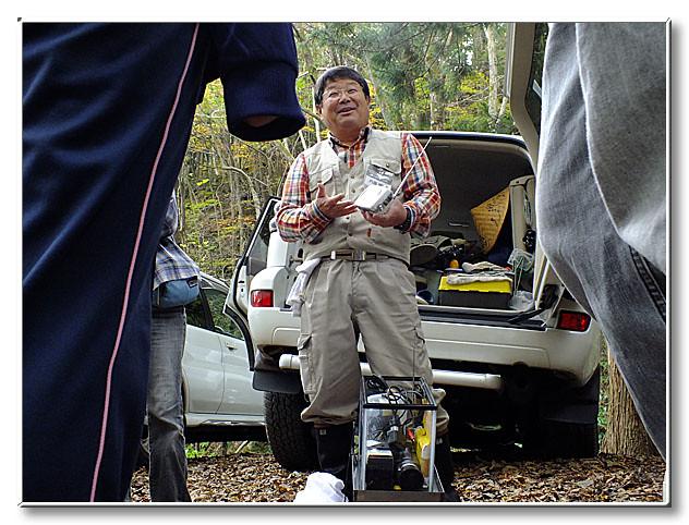 撮影機器の話しをする内藤先生.家には,これまでの試作品がたくさんあるそう.