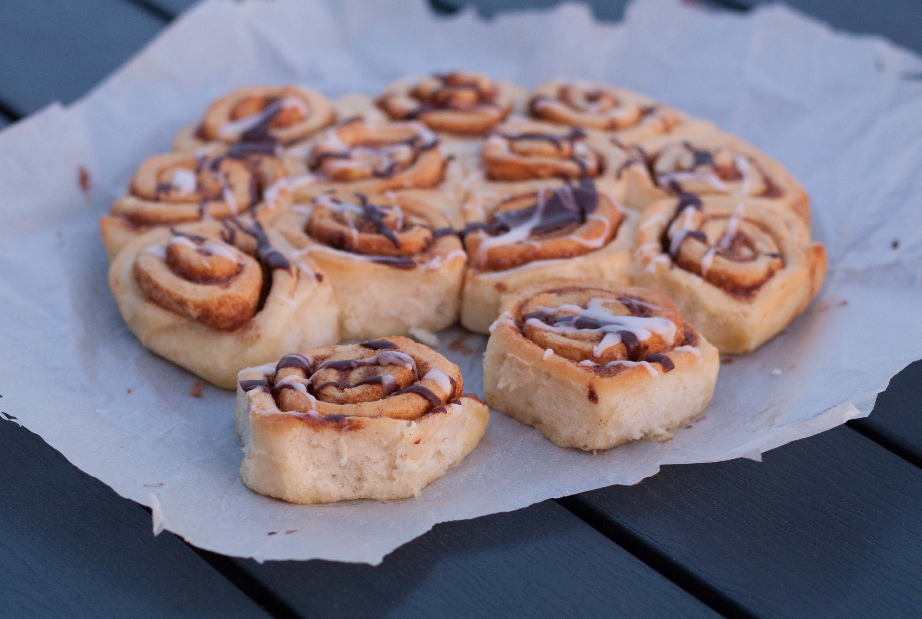 Recipe for homemade Cinnamon buns (rolls) - with no dry edges!