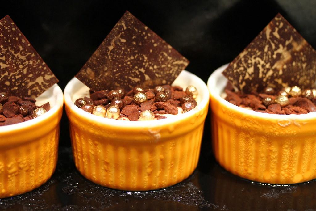 甜品,如小米、菲勒,巧克力挞,白色森林蛋糕,巧克力果仁酱,通心粉,埃克拉黄油面包布丁,山丘上的麦卡龙