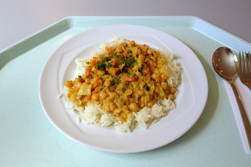 Pikantes Kichererbsencurry mit Reis / Zesty chickpea curry with rice