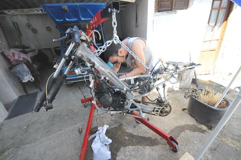 Derbi GPR 75 Restauración en progreso 9398955499_c25111c94d_c