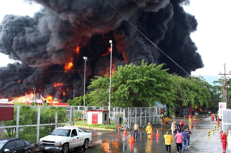 (8)VENEZUELA-PUERTO LA CRUZ-ACCIDENTE-REFINERIA