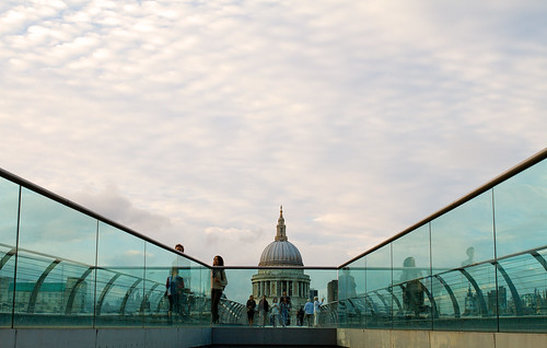 The Millenium Bridge - St Paul's Cathedral (Canon EOS 7D & Sigma 35mm F1.4 DG Prime Lens)