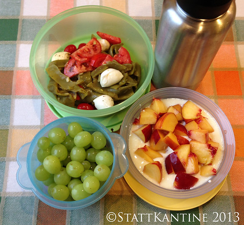 Stattkantine 28. August 2013 - Bohnen-Mozzarella-Tomaten-Salat, Trauben