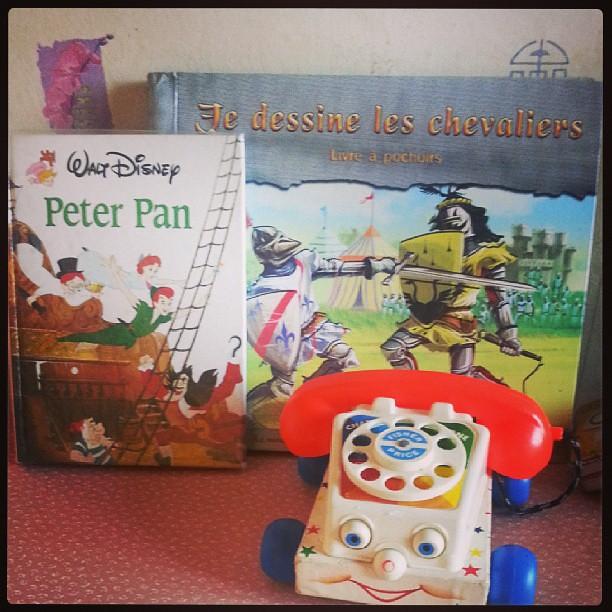 ★ fin de chinage avec ses livres et un nouveau téléphone #fisherprice  ★ #chinage #vintage #vintagetoys #blog #blogueuse #ourlittlefamily #france