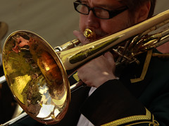 string instrument(0.0), sousaphone(0.0), violin(0.0), saxophone(0.0), guitar(0.0), classical music(1.0), tuba(1.0), trumpet(1.0), trombone(1.0), musical instrument(1.0), brass instrument(1.0),