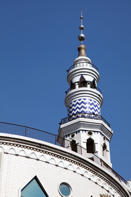 A beautiful white mosque in Urumqi ウルムチ、美しい白いモスク