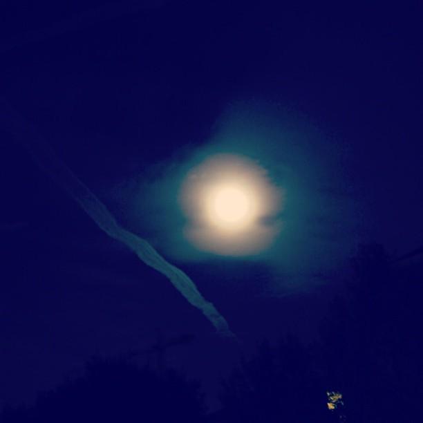 月にもオーラがあったんだね。。。#aura #moonlight
