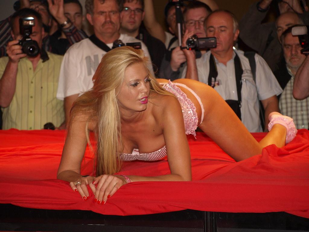 Erotic exposition berlin 2007 jpg-1222