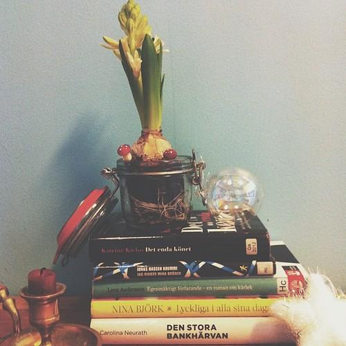 Min adventshög med böcker är ganska imponerande! Jag älskar dig bibblan. ❤
