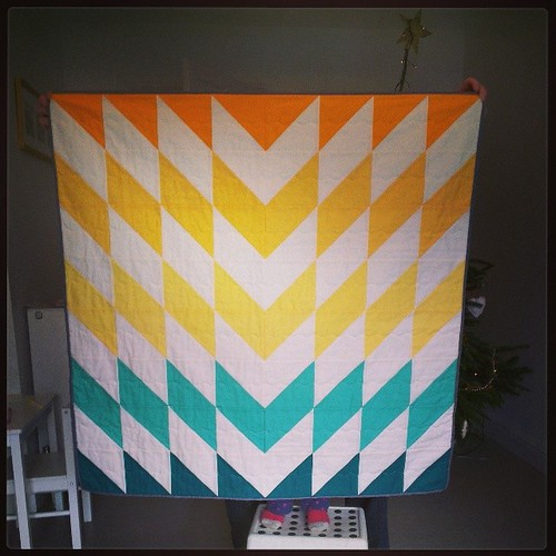 Baby shattered chevron #quilt all finished. Just needs a label once its recipient actually arrives! Pattern is an upsized #skillbuilderbom block by @pileofabric