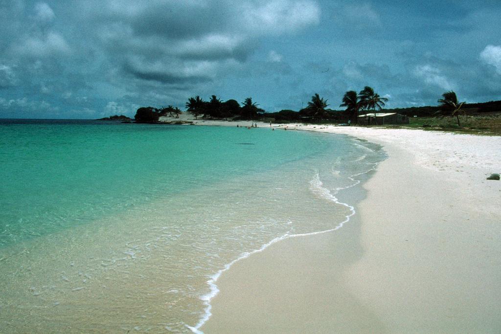 23. Playa del archipiélago Los Testigos. Autor, David Lawrence