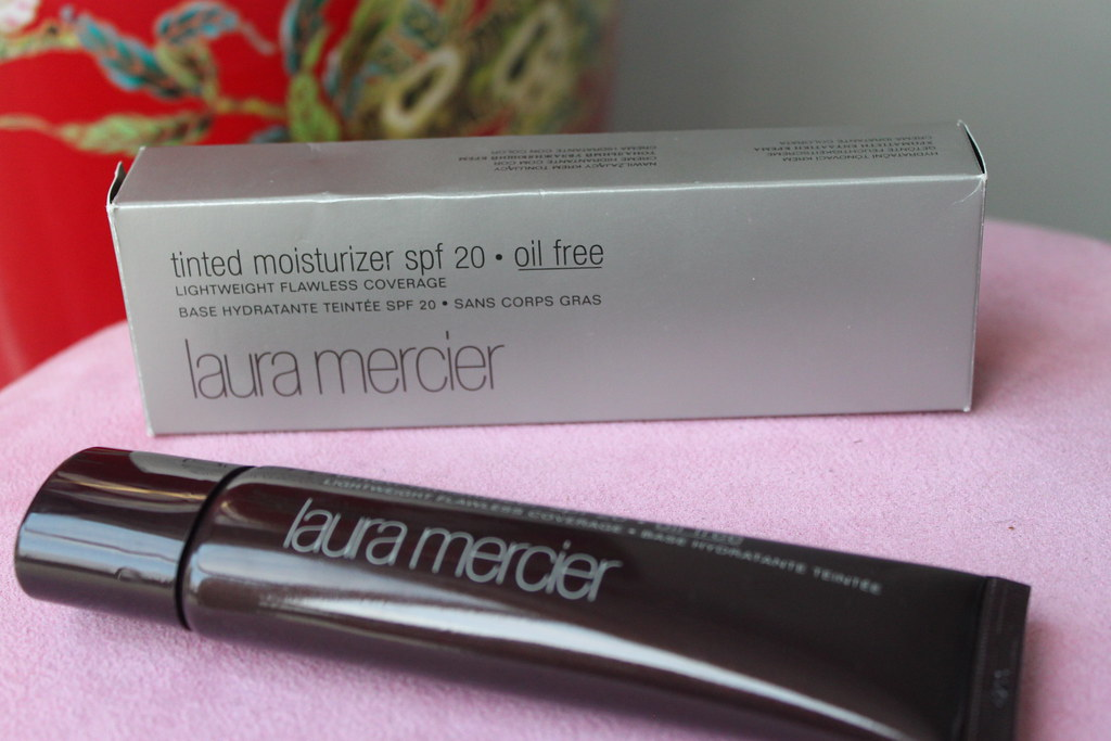 Laura Mercier Tinted Moisturiser spf 20 sephora natural light coverage australian beauty review ausbeautyreview blog blogger myer medium lightweight flawless base swatch nude color colour shade