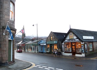Bridge Street, Ballater, Royal Deeside, Cairngorms National Park, Aberdeenshire, Scotland, UK. 08.15am 08-02-2013.