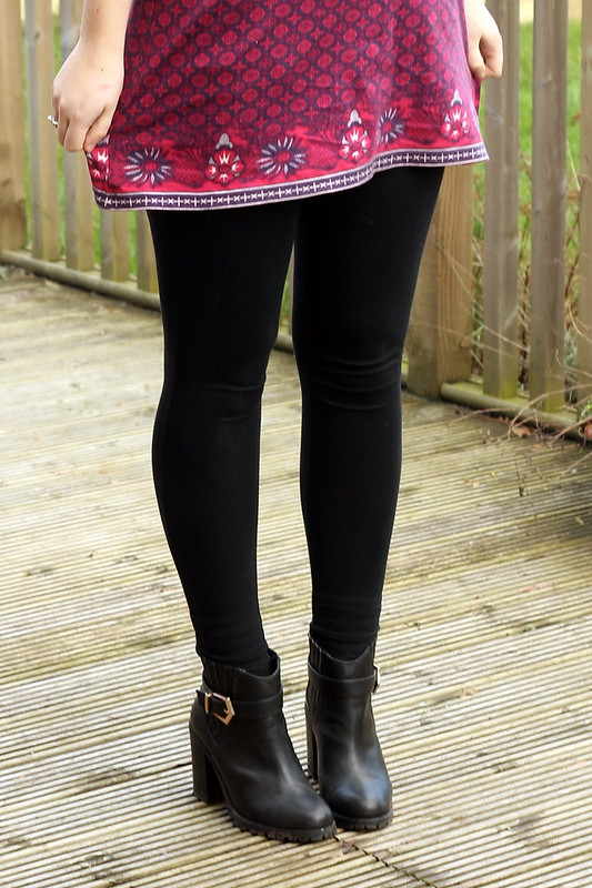 uk style blogger, outfit, black heeled boots