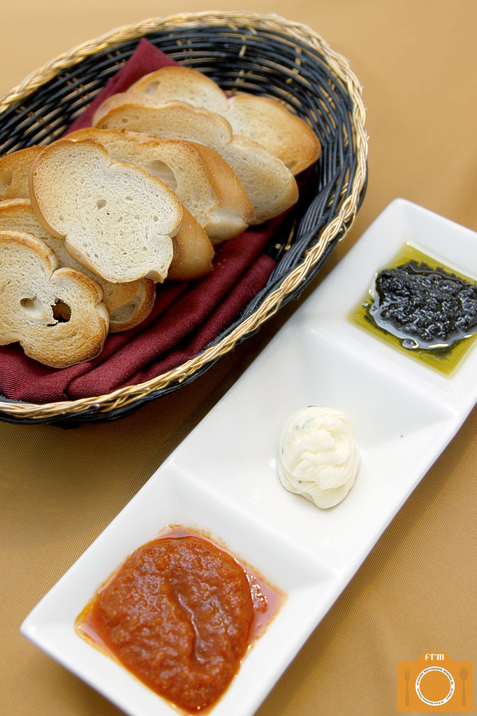 Mona Lisa bread and dips