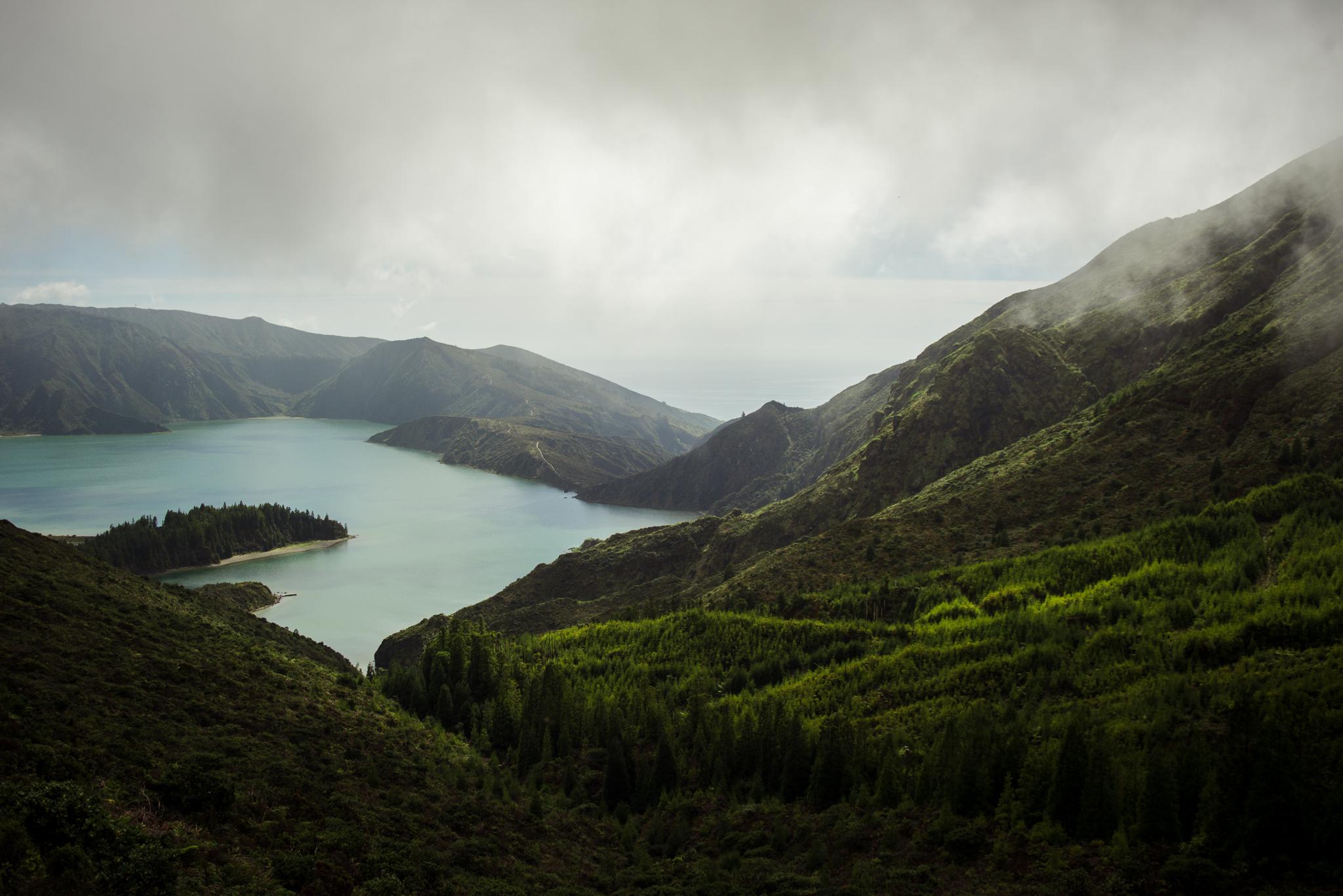 Lagoa de Fogo látkép egy másik kiláótponról