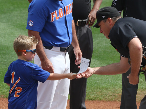 exchanging lineup cards lsu uf florida 7d2 7dm2 2017 ncaa college world series winners first national title omaha