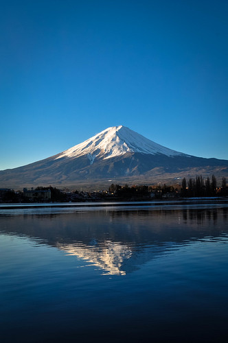 fuji mountain mountfuji mount nature natur japan japanese yamanashi kawaguchi lake water blue sky bluesky snowcapped white snow reflection 日本 山梨県 山梨 河口湖 富士山 富士 山 sunrise morning nikon dslr d5000 nikond5000 nikondslr